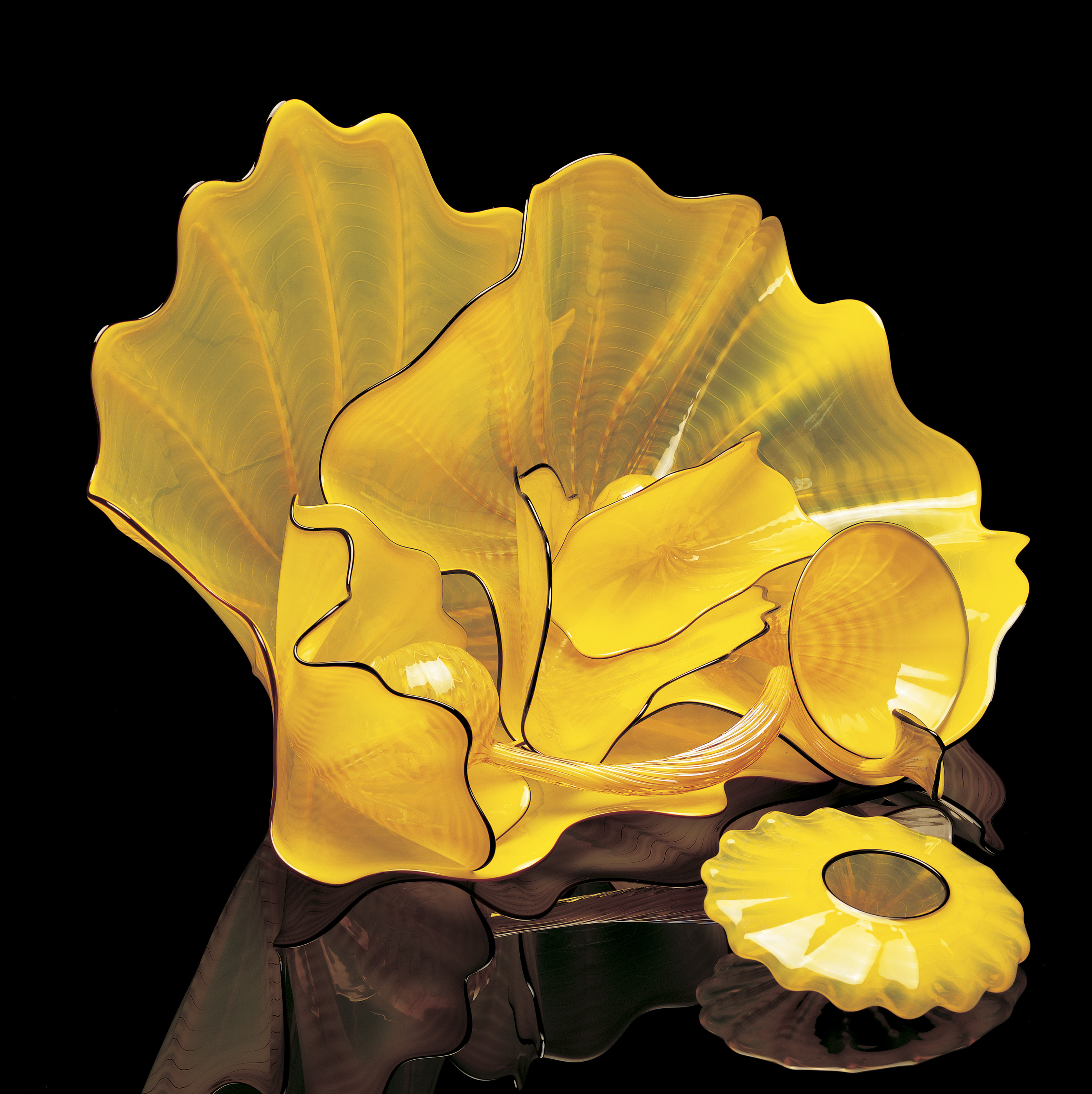 Dale Chihuly, Forsythia Yellow Persian Set with Raven Lip Wraps, 2002, 33 x 53 x 41 cm