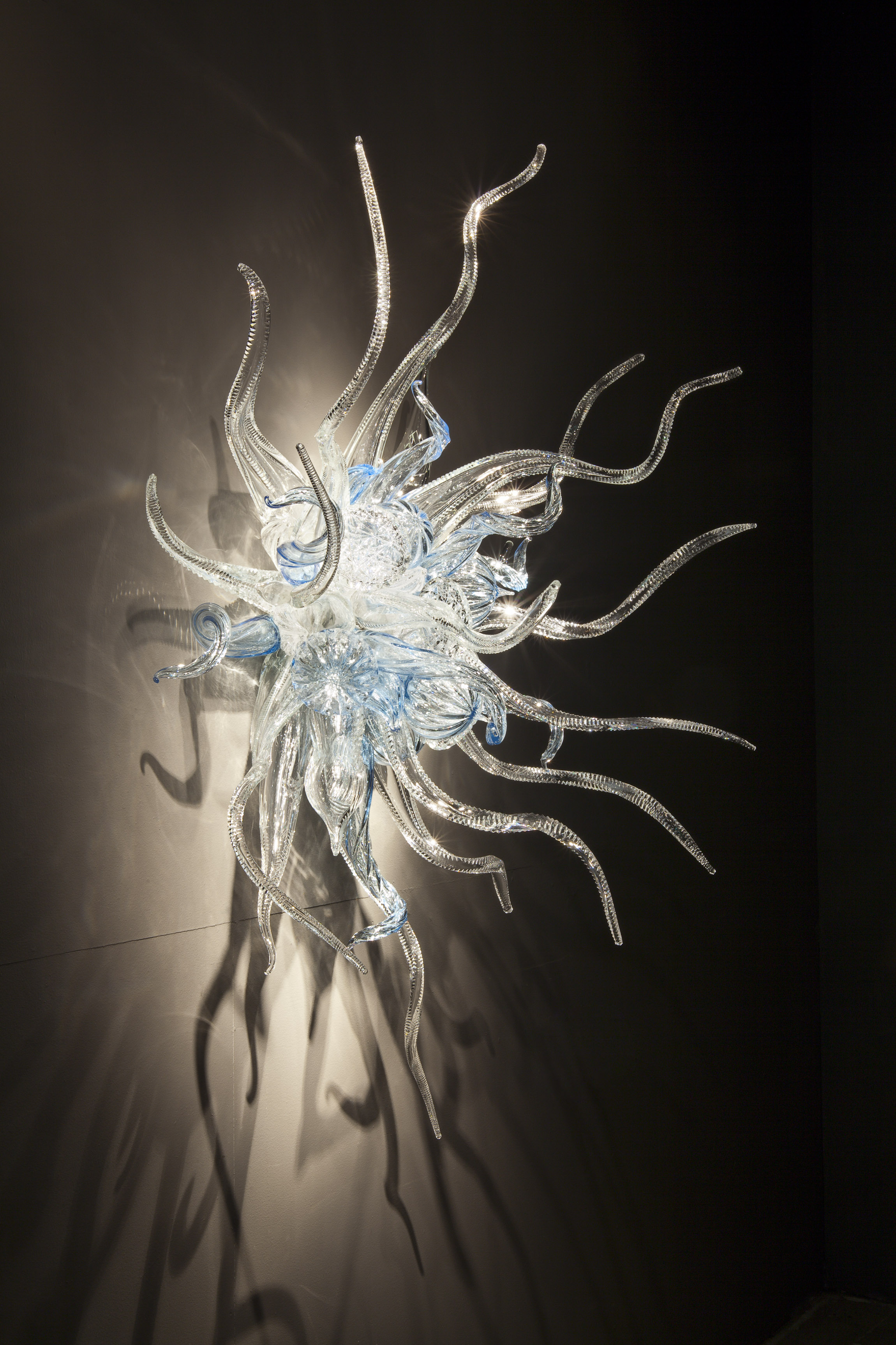 Dale Chihuly, Waterford Sconce, 2011, 155 x 153 x 69cm
