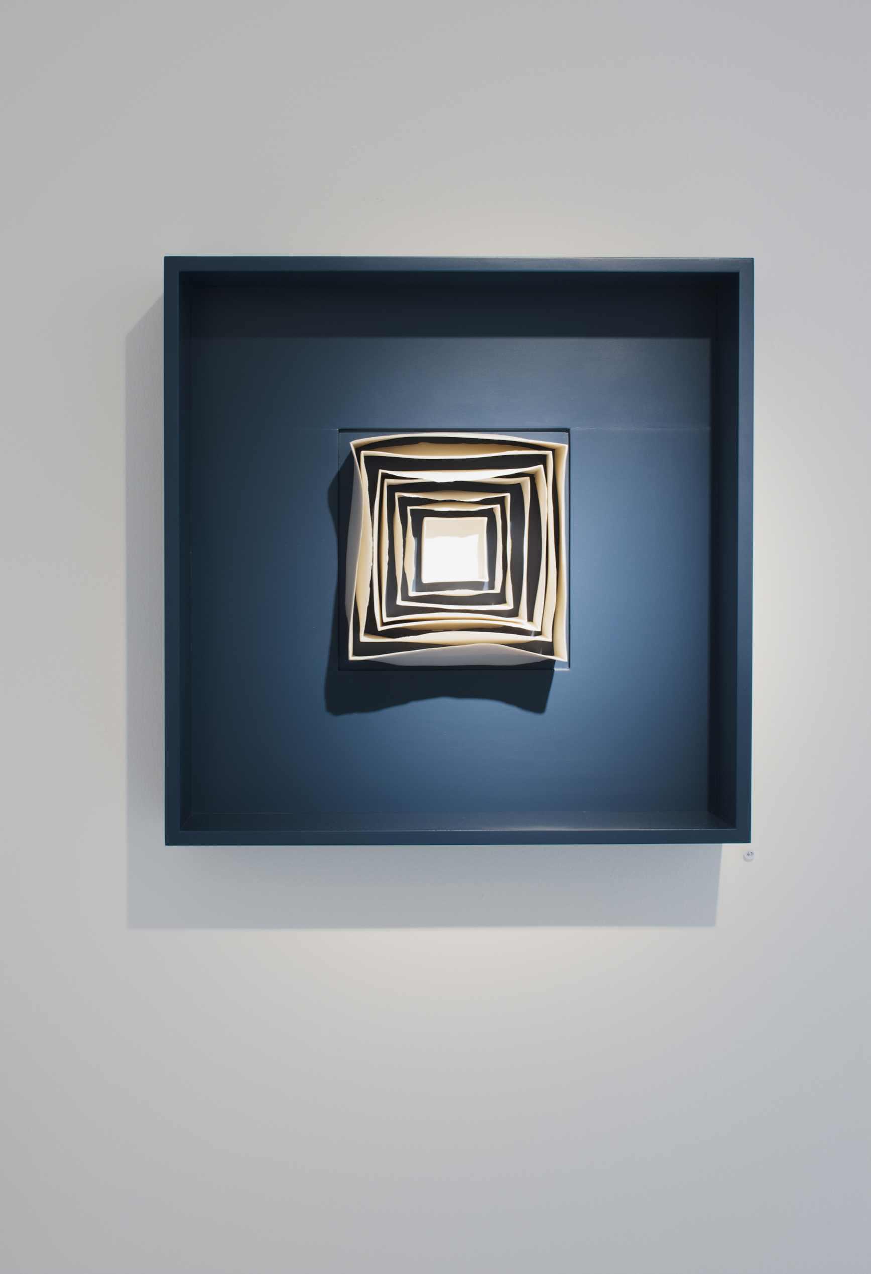 Isobel Egan, Introspection II, porcelain, 60x60cm, EUR 3360