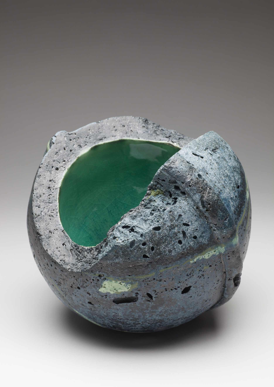Kathleen Standen, Storm Vessel, porcelain clay, organic additions, 19 x 20cm, €350