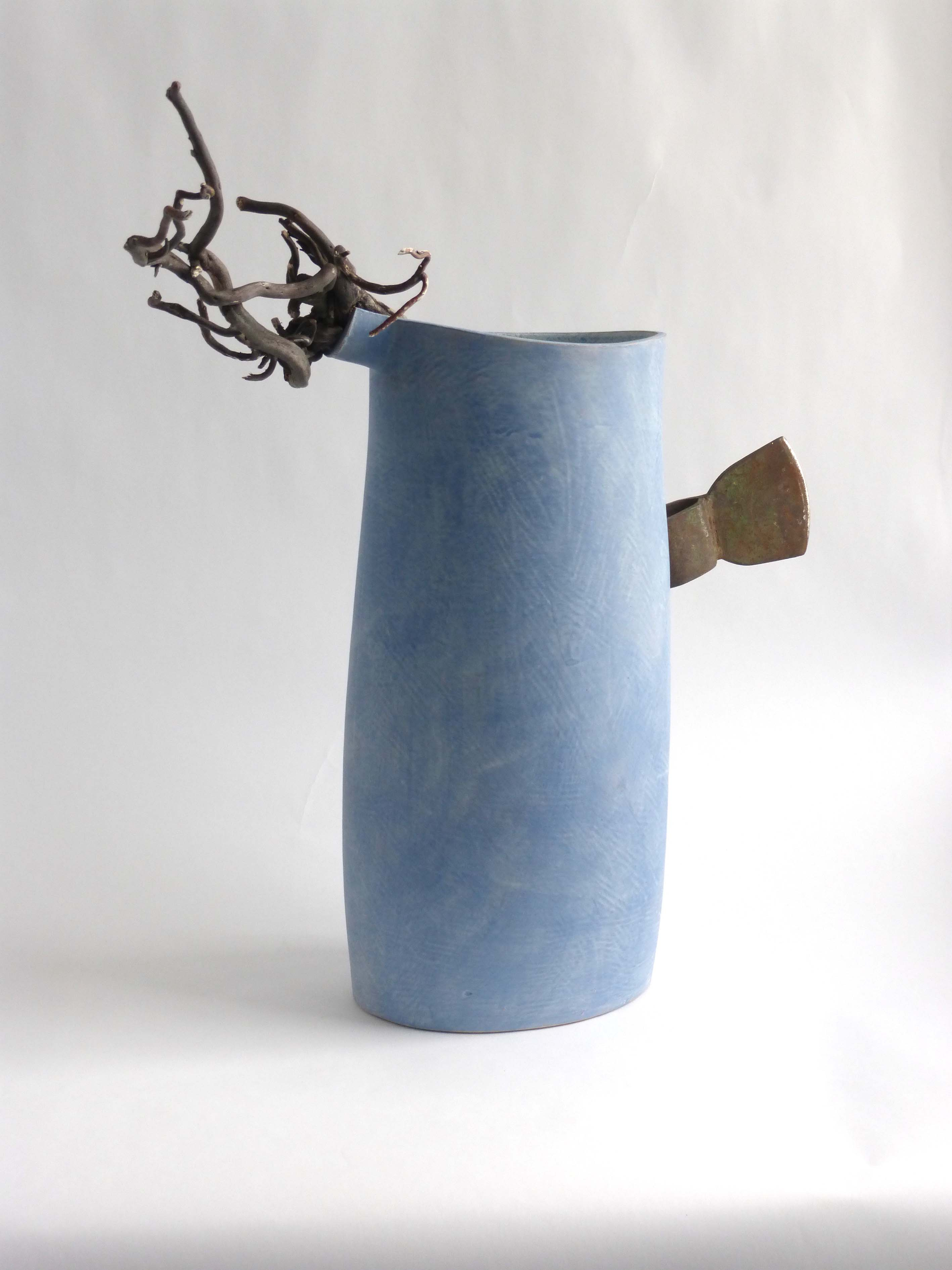 Mike Byrne, Spill, fired clay, metal, wood, 2015, 44 x 22 x 17cm, EUR 500