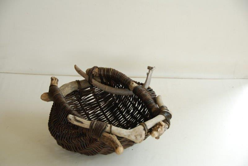 Joe Hogan, Driftwood Pouch with Side Horn, willow, 25 x 53 x 42cm