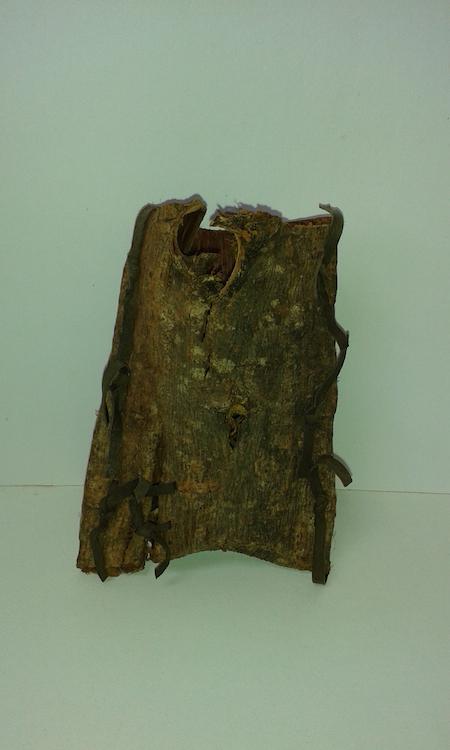 Kathleen McCormick, Folded Bark, willow bark & pig skin, natural faults, 15 (h)cm, 5cm diameter (rim)