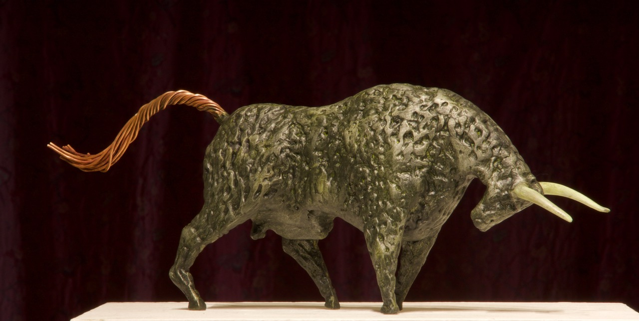 Ronan Halpin, Speckled Bull, painted steel and copper, 17.5 x 49 x 10cm